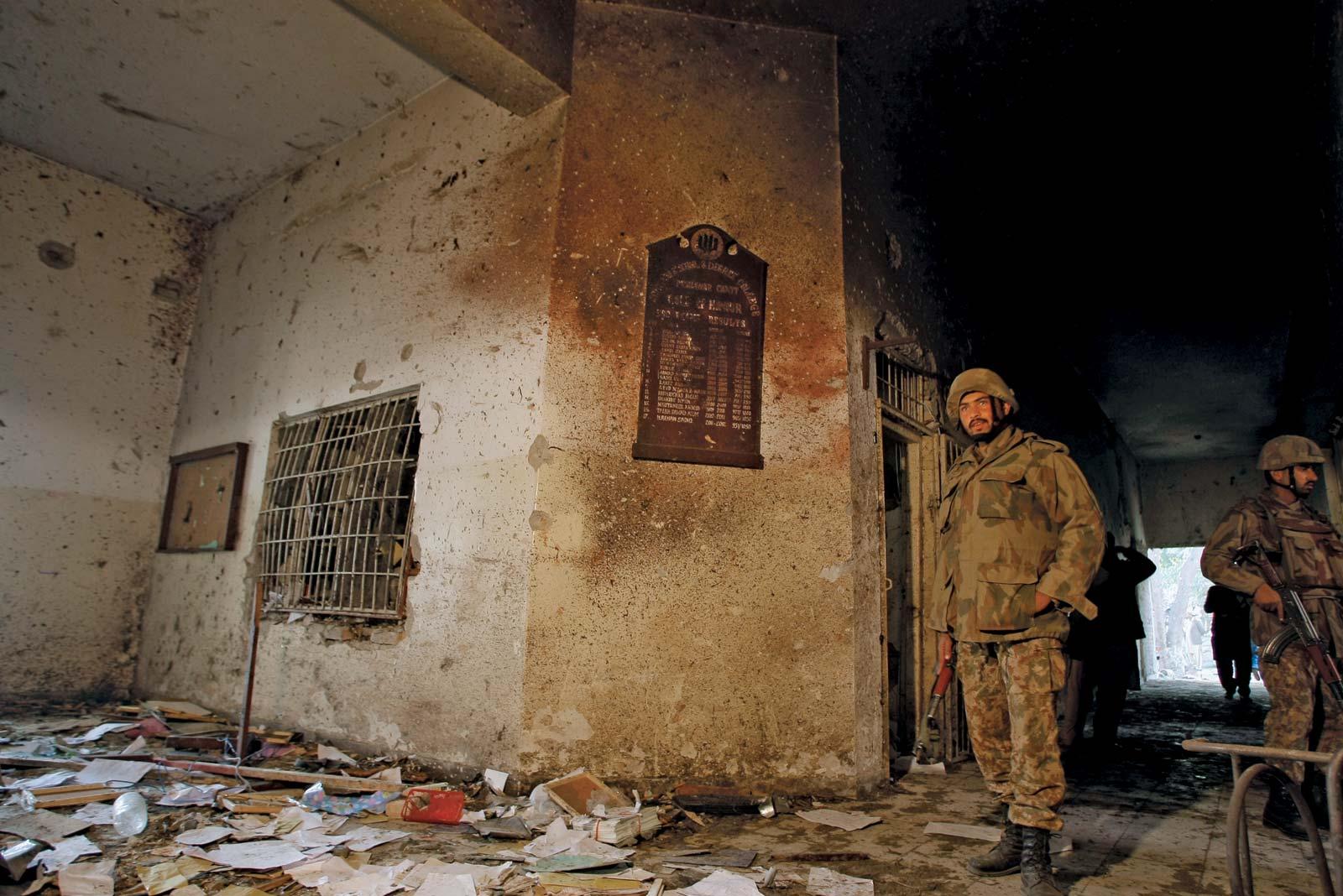 16 دسمبر 2014 کو آرمی پبلک اسکول پشاور پر دہشت گردوں نے حملہ کیا
